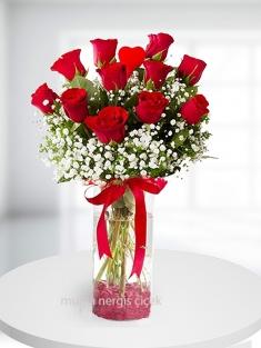 Cam vazoda 11 kırmızı gül+kalp