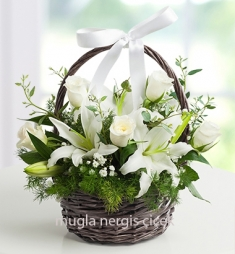 Kaliteli sepette lilyum ve güller