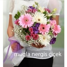 Rengarenk gerbera ve mevsim çiçekleri buketi
